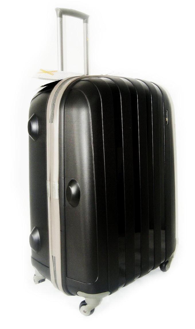 b59d5e7d13a89 Pogrom walizek! Test wytrzymałości 8 popularnych bagaży | Skyscanner ...