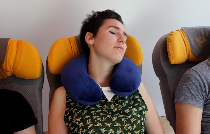 Poduszka podróżna, która dostosowuje się do ciała