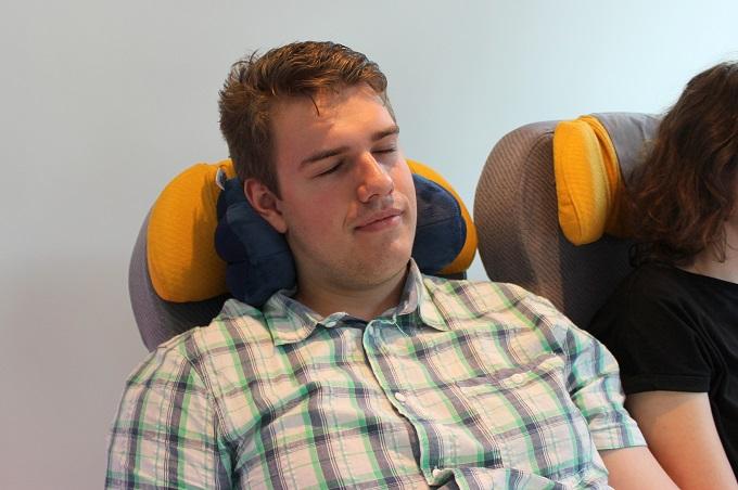 total pillow, czyli poduszka w kształcie pączka z dziurką